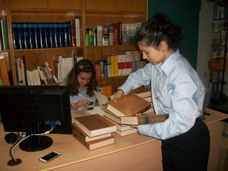 En marcha las pr cticas de servicios auxiliares de oficina for Oficina de empleo la laguna